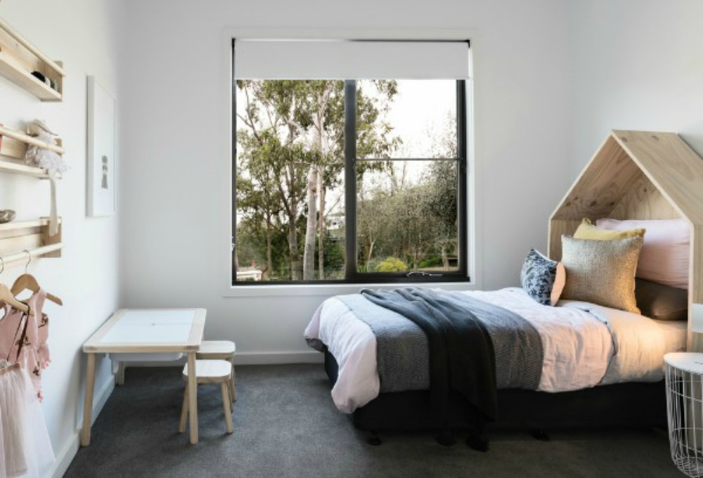 roller-blinds-bedroom